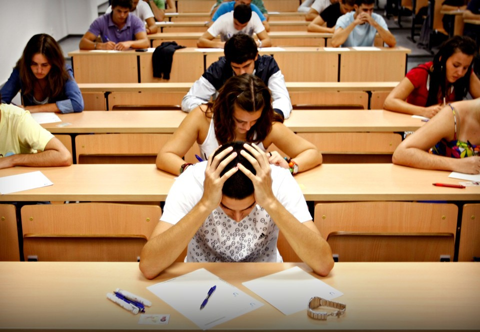 managing stress as a college student Home / study strategies / managing stress in college managing stress as a college student good stress, bad stress take a look at your napping cat.