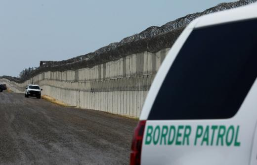 U.S. border agents detain Mexican girl being rushed to hospital