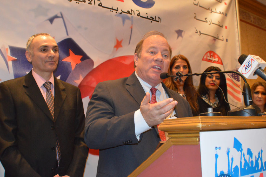 Hammoud stands next to Detroit Mayor Duggan at an AAPAC event