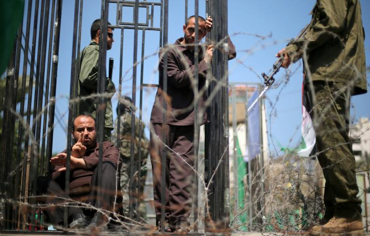 More than a thousand Palestinians in Israeli jails begin hunger strike
