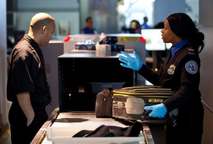 U.S. airlines meet with Homeland Security on expanding laptop ban