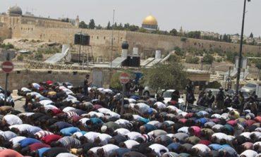 Israel replaces Al-Aqsa mosques metal detectors with surveillance cameras, Palestinians reject new measures