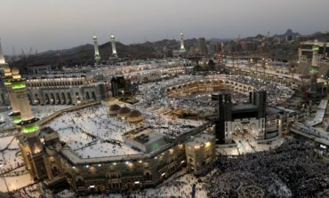 Pilgrims return to Mecca as haj winds down without incident