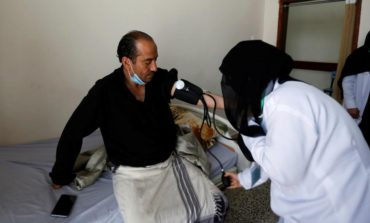 Free clinic opens for Yemenis impoverished by war
