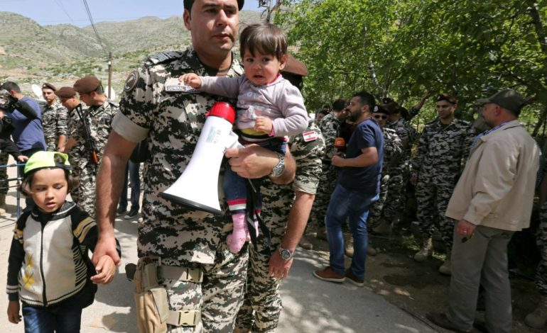 Hundreds of refugees return to Syria from Lebanon