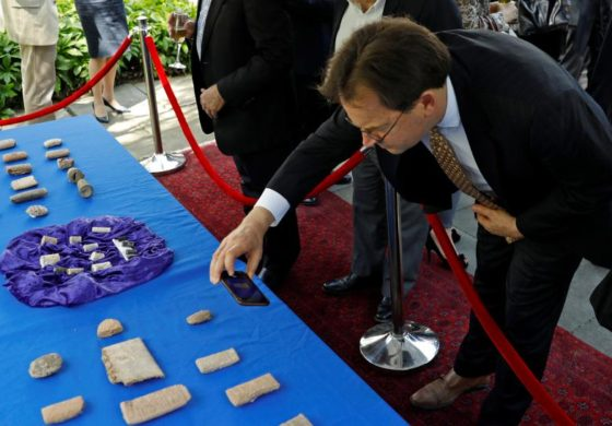 U.S. returns thousands of smuggled ancient artifacts to Iraq