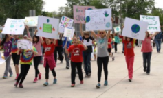 Dearborn elementary school students participate in clean-up parades