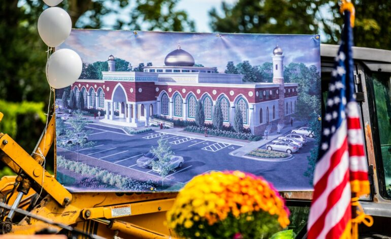 City officials, local Muslims break ground for new community center and mosque in Sterling Heights