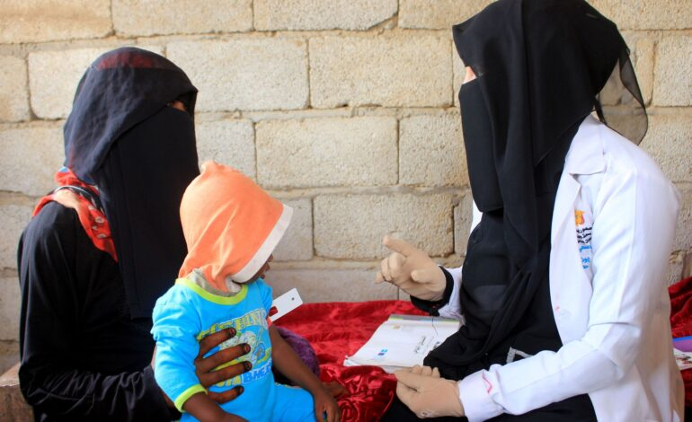 Yemeni woman gives her time and wages to treat children malnourished by war